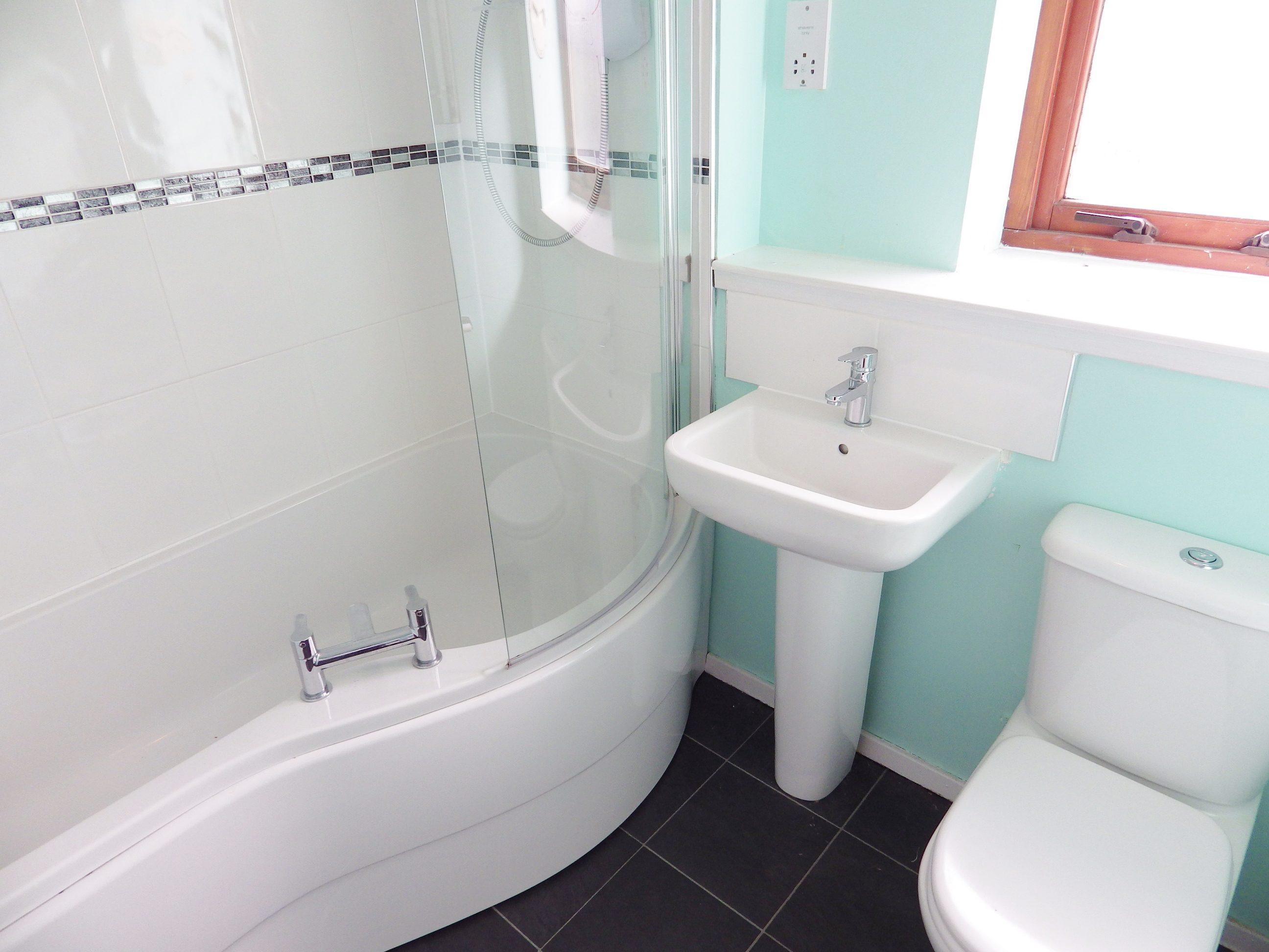 Hawkhill 13 f6 Bathroom 2
